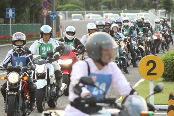 集団でバイク