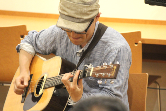 ギターも、すごい~♪爽快感あるプレー。Ya`mangeloさん